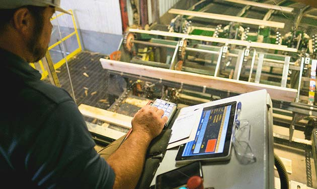 northern hardwoods employee operating saw mill